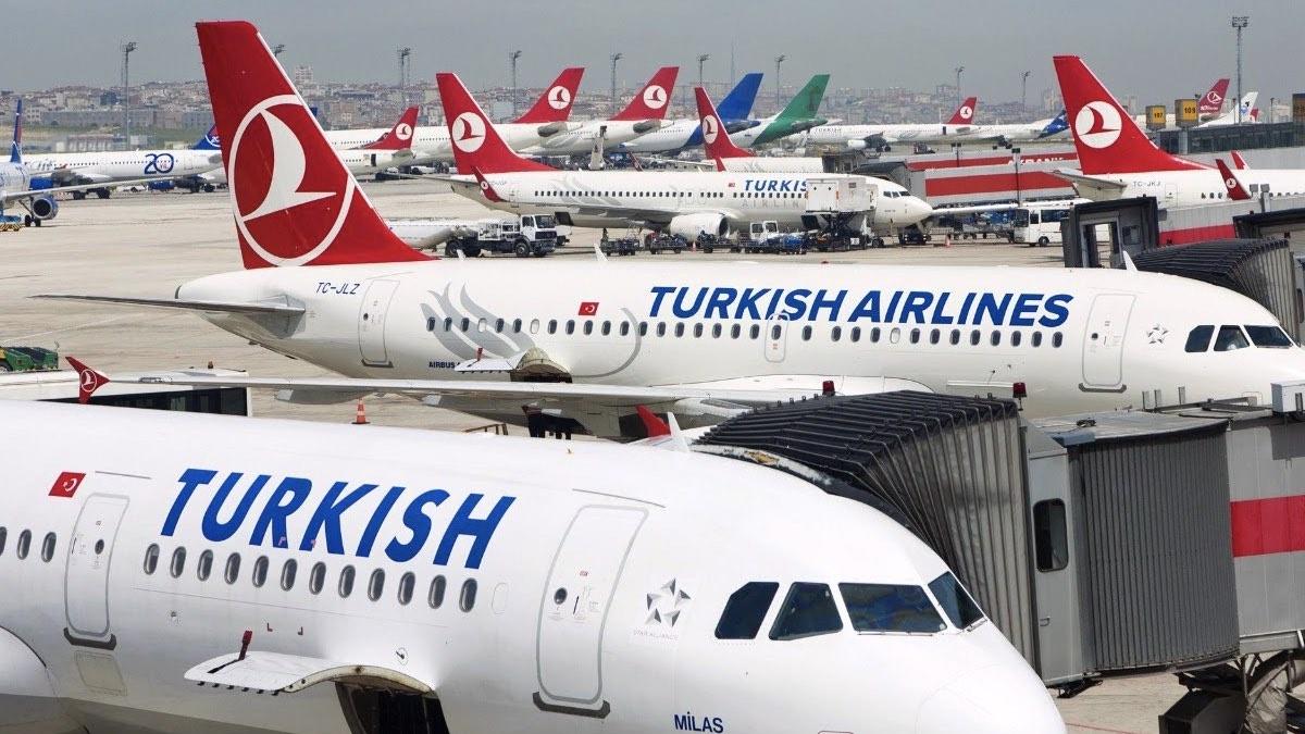 турецкие самолеты в аэропорту