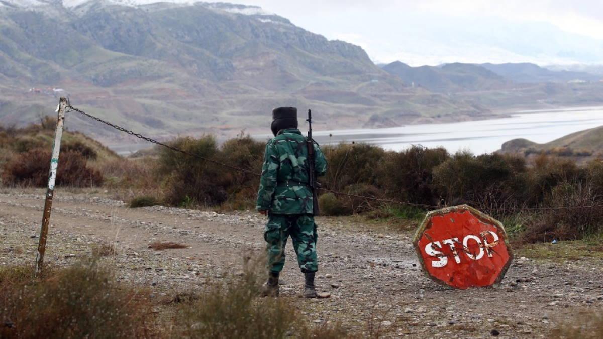 Пограничник Азербайджана на границе с Ираном