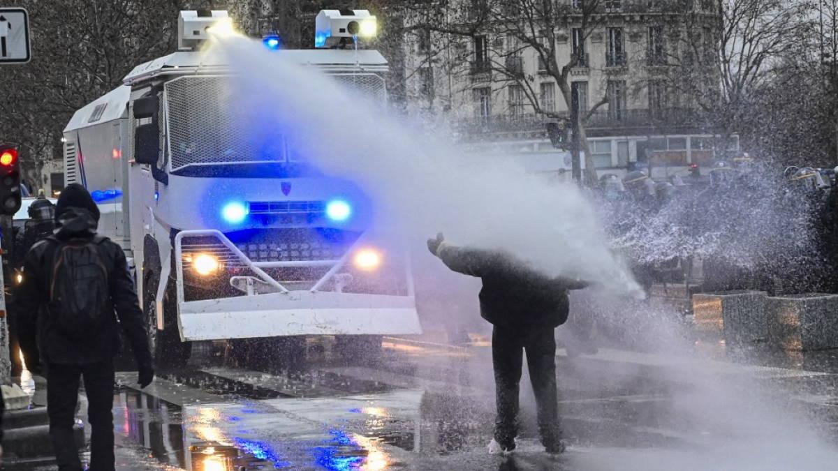 Париж Франция полиция протесты