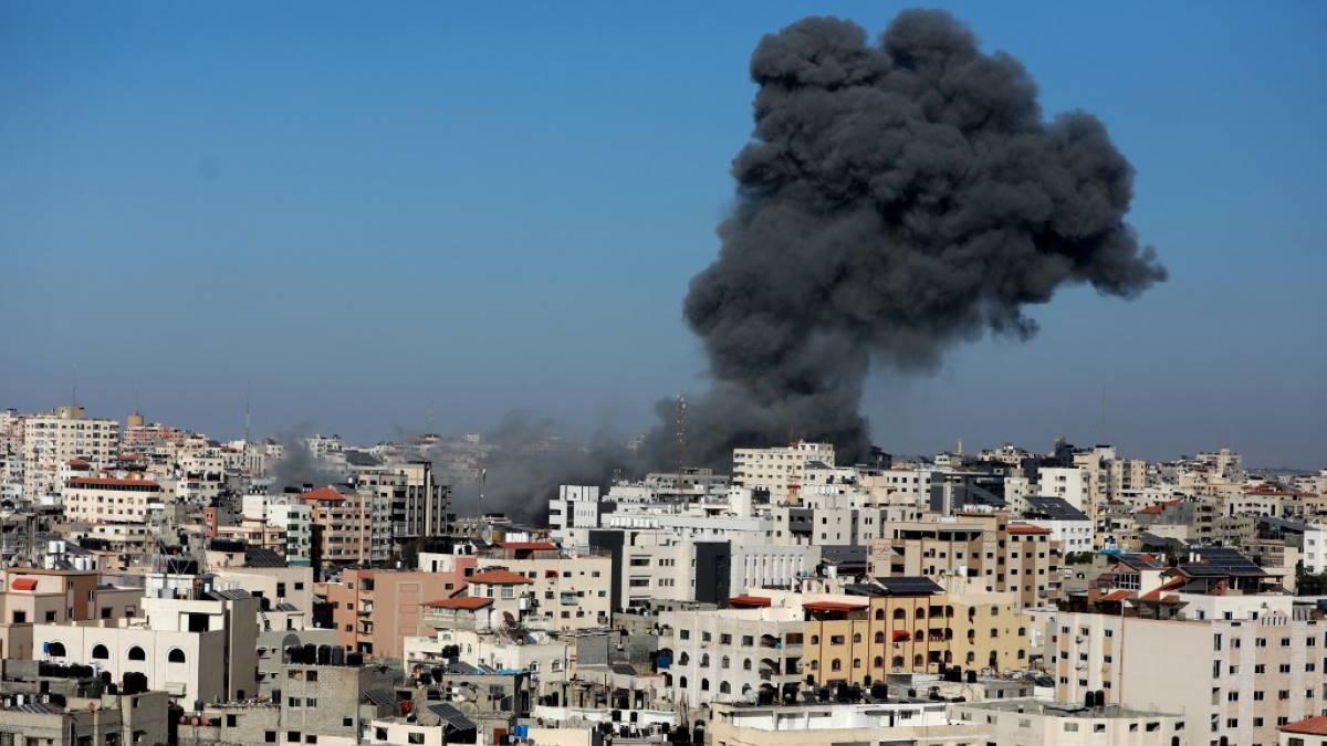 Израиль обстреливает сектора Газа