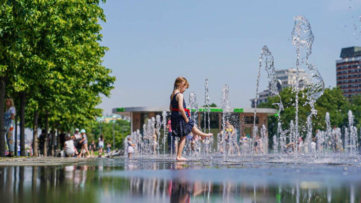 Погода жаркая жара фонтаны