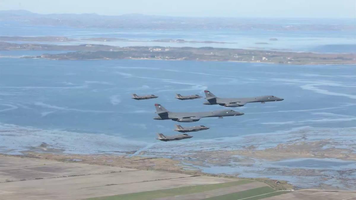 Американские стратегические бомбардировщики B-1B Lancer и Норвежские истребители F-35