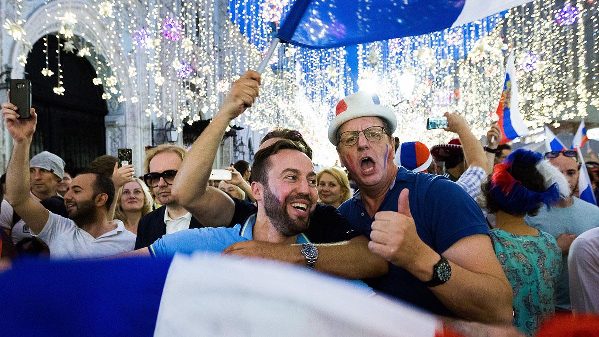 болельщики сборной франции на улицах москвы