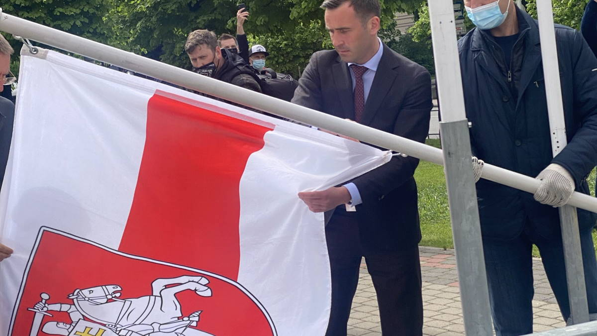 замена государственного флага