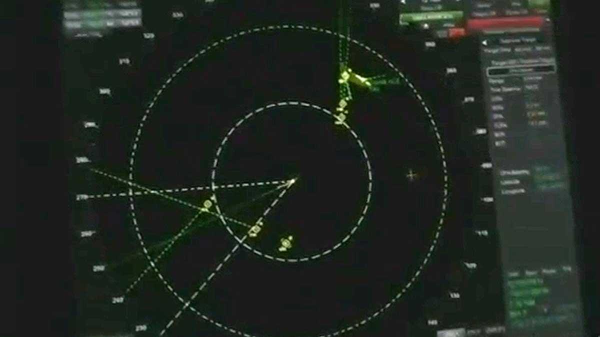 Американский военный корабль засек на своем радаре неизвестные объекты