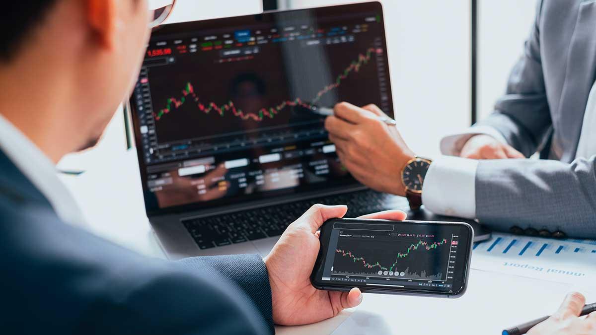 Бизнесмен говорит об инвестиционном фондовом рынке