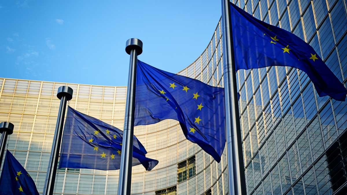 Брюссель флаги Евросоюза