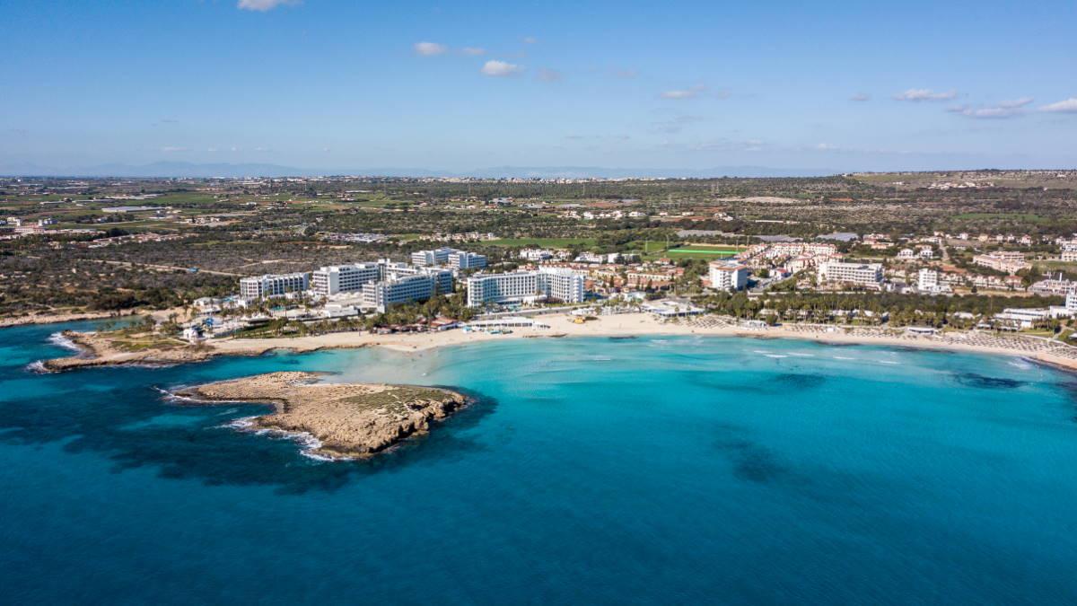 Пляж Нисси Кипр