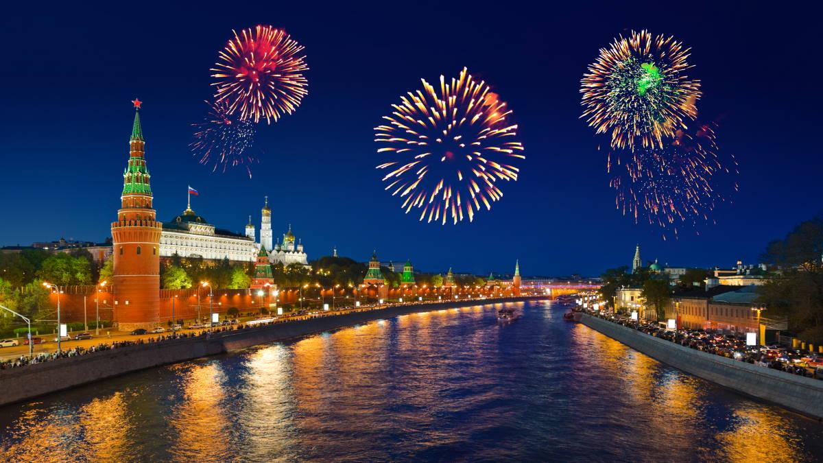 Москва салют Кремль