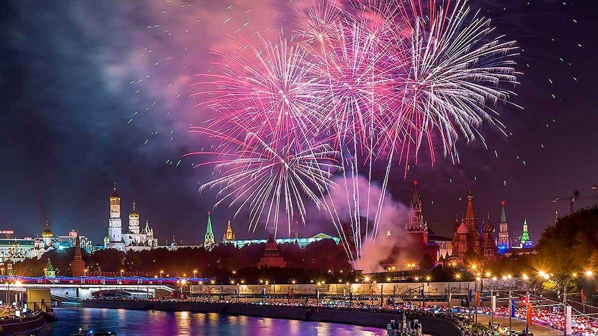 Москва фейерверки