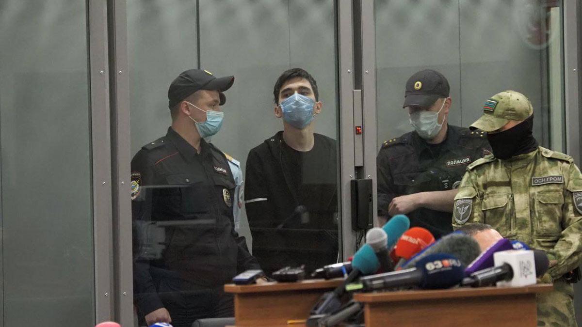 Ильназ Галявиев устроивший стрельбу в школе № 175 в суде