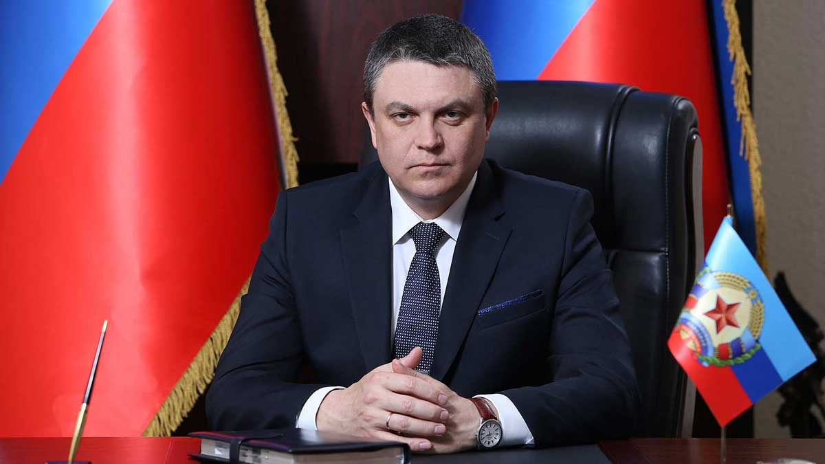 Глава ЛНР Леонид Пасечник за столом