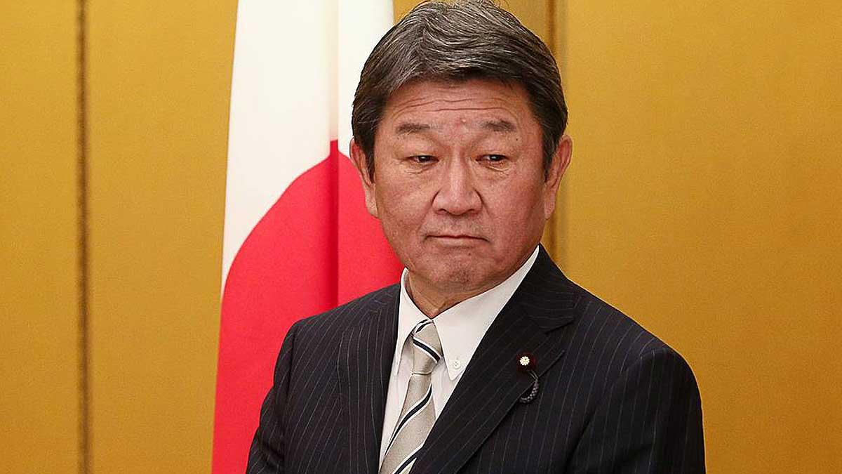 Глава МИД Японии Тосимицу Мотэги флаг Японии