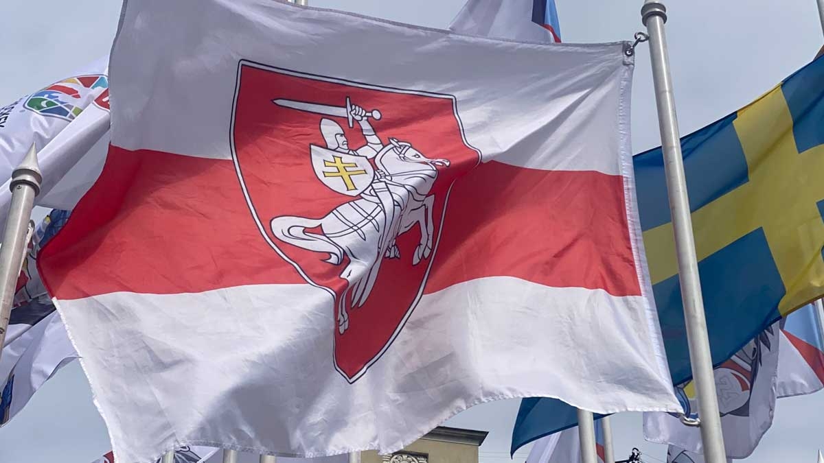 Федерация хоккея критикует латвийских чиновников из-за обмена флагами Беларуси