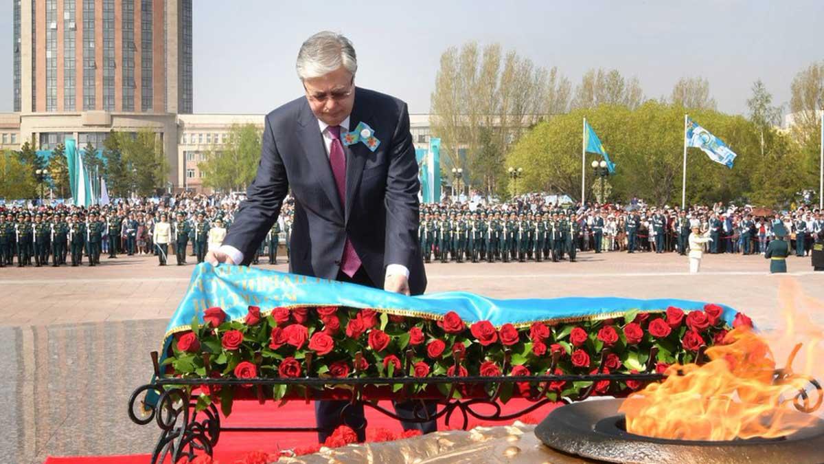 Касым-Жомарт Кемелевич Токаев возложение цветов День Победы Казахстан