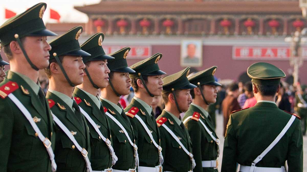 Китайские солдаты на праздновании Дня 1 мая в Пекине, Китай
