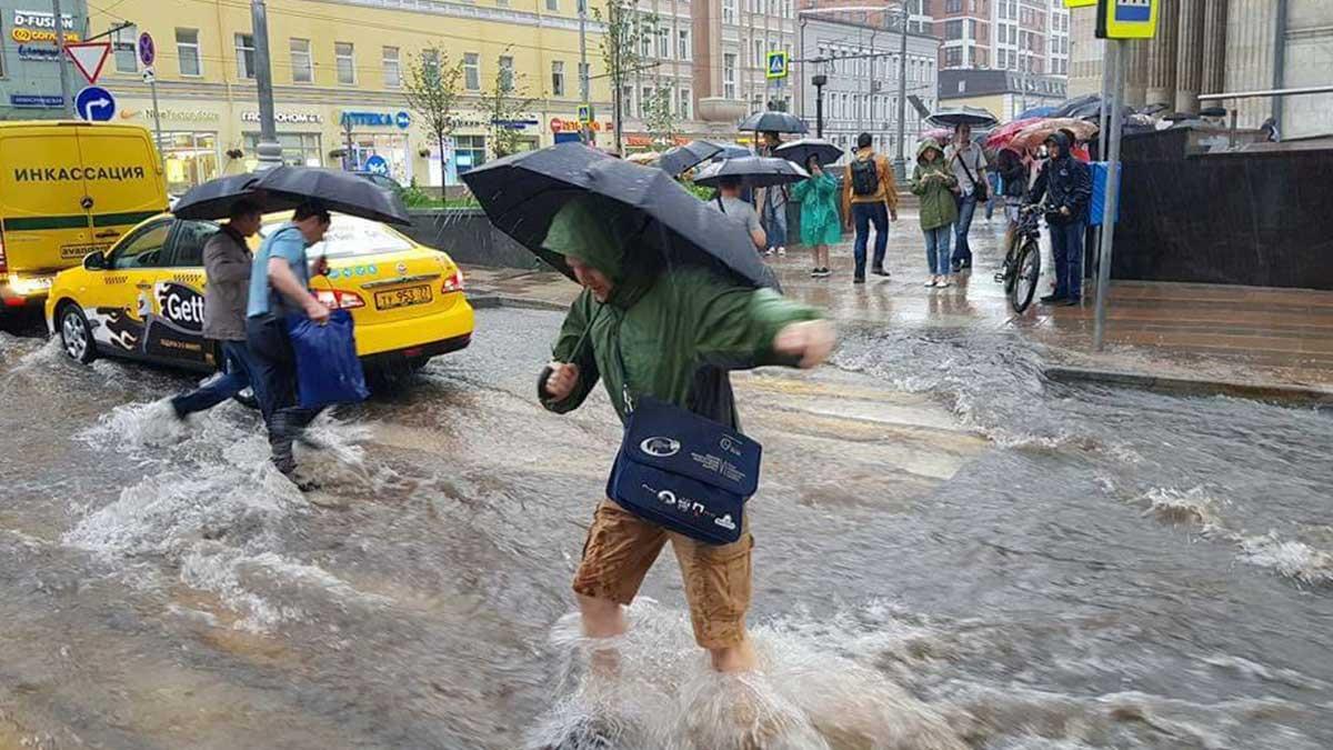 Сильнейший ливень за четверть века пройдет в Москве