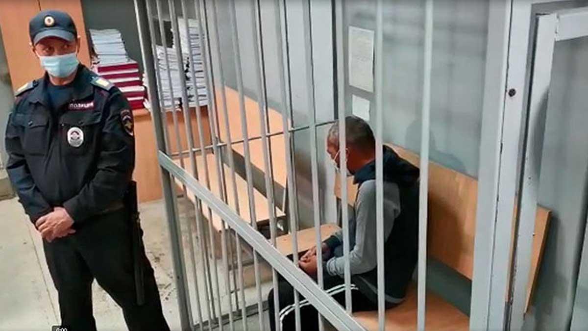 Мужчина устроил стрельбу в Екатеринбурге