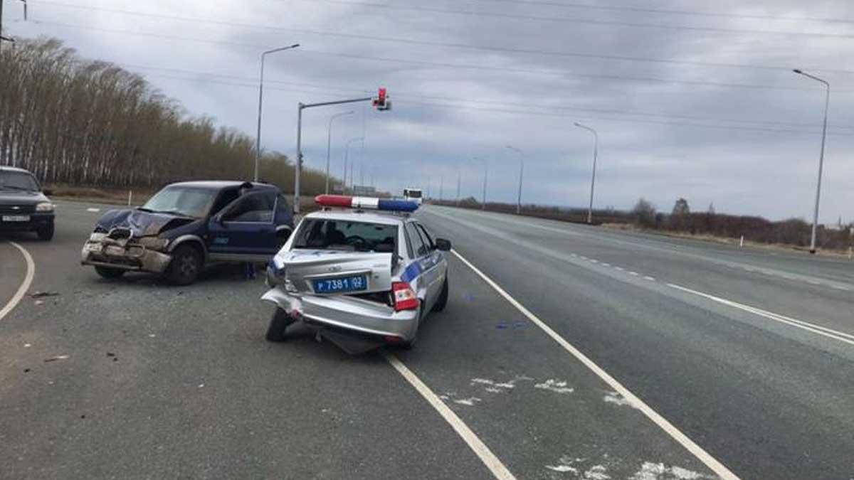 На трассе в Башкирии водитель протаранил автомобиль ДПС