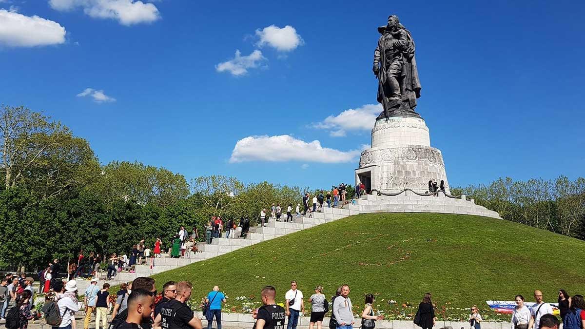 Парк Победы в Берлине памятник Масалов