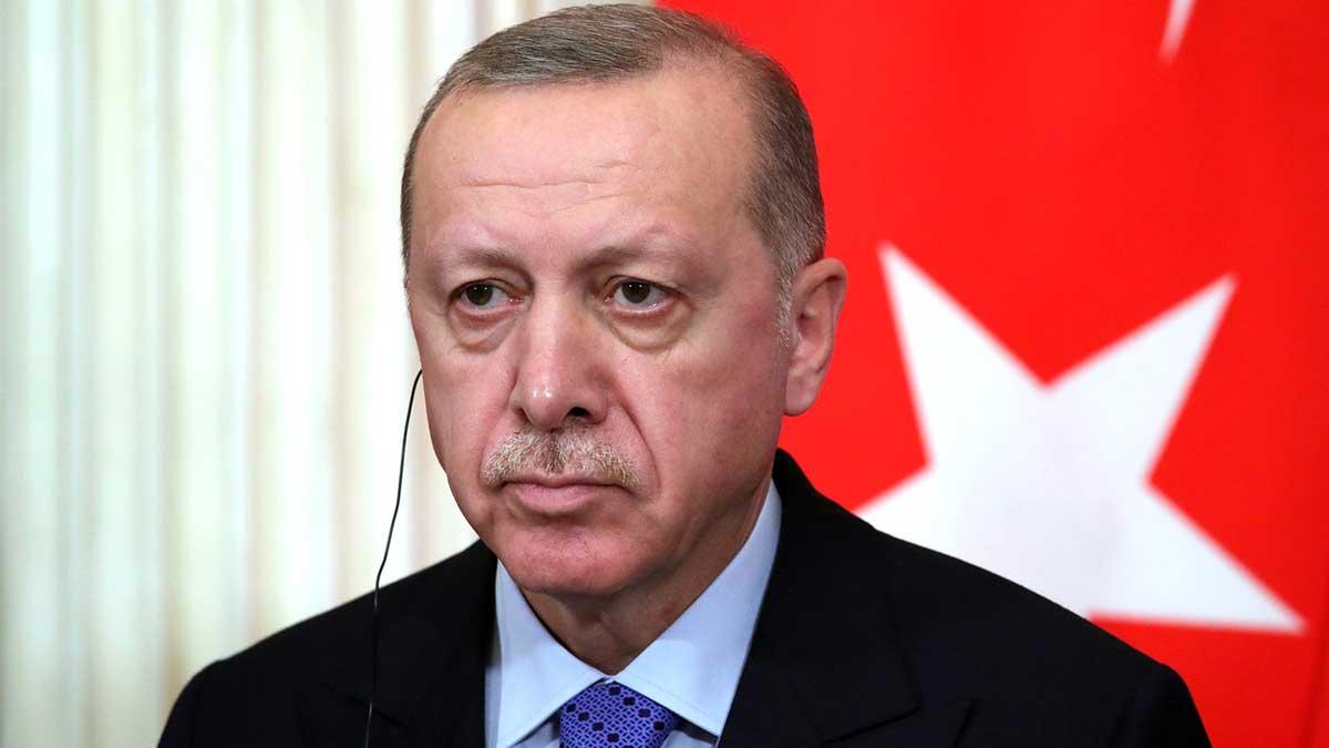 Президент Турции Тайип Эрдоган флаг микрофон