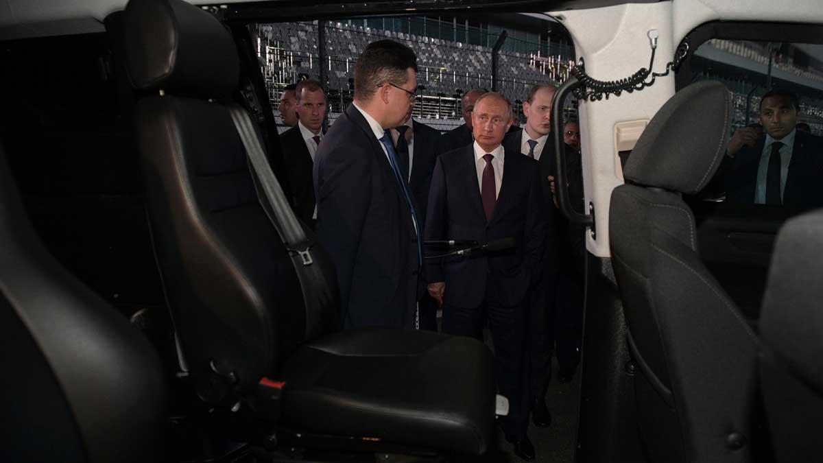Салон автомобиля Аурус Владимир Путин