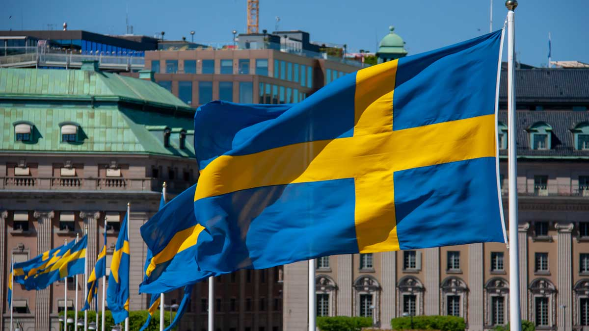 Швеция флаги улица город