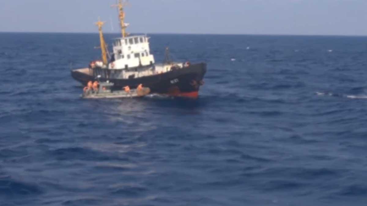 Столкновение российского торгового судна «Амур» с японской рыболовецкой шхуной в Охотском море