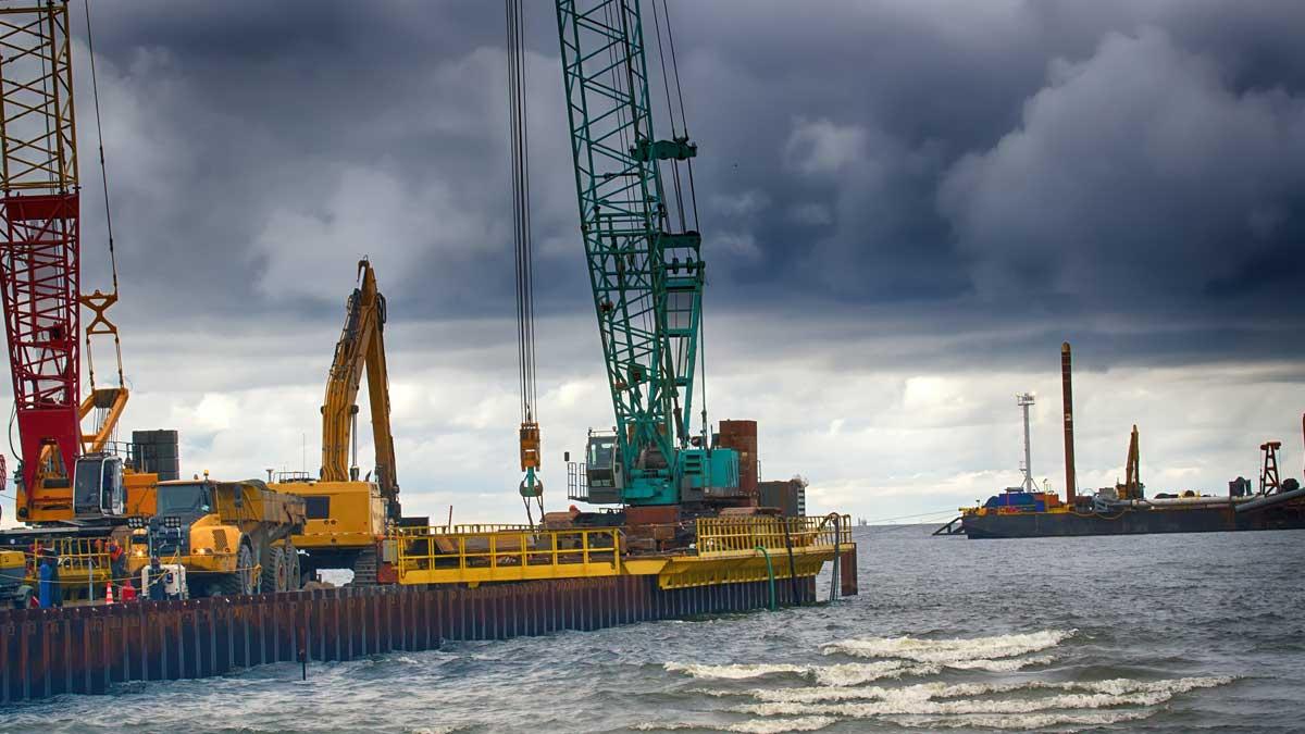 Строительство морского участка газопровода по дну Балтийского моря Северный поток-2