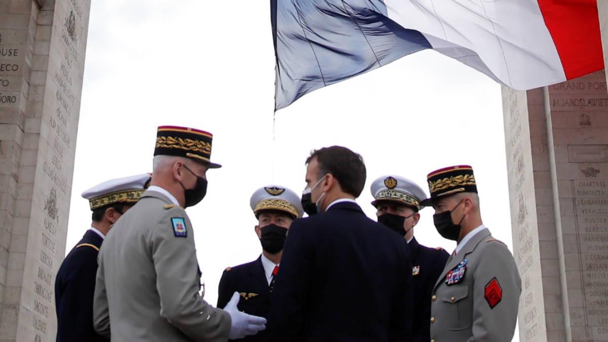 Эммануэль Макрон и генералы армейских корпусов Франции