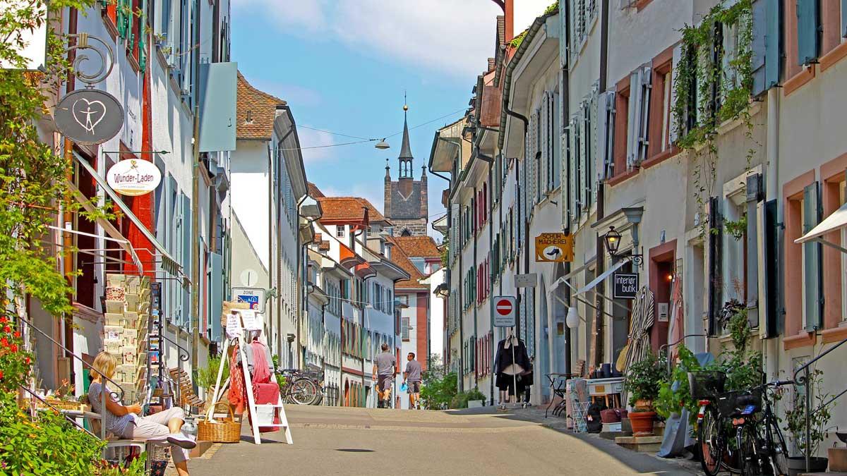 Улица Швейцария люди