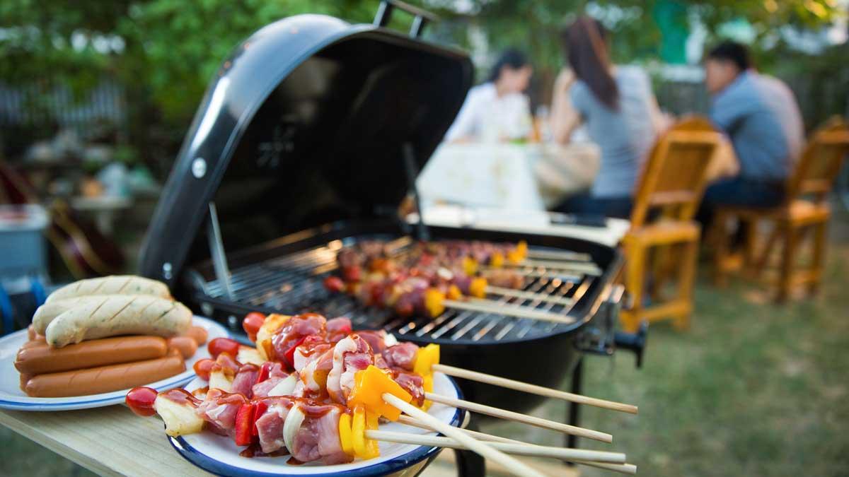 Вечеринка, барбекю и жареная свинина