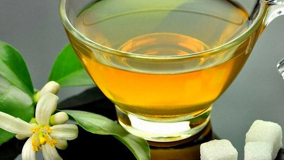 Зеленый чай и кубики сахара
