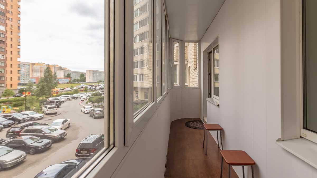 балкон окно стулья дом