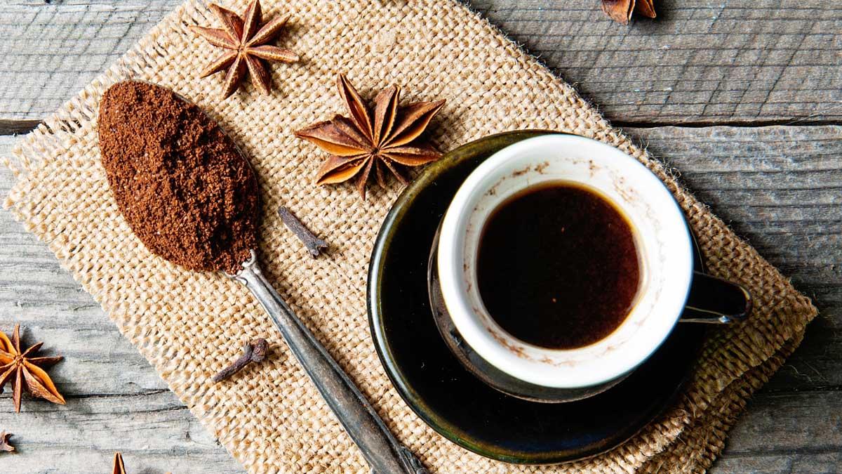 кофе и гвоздика специя