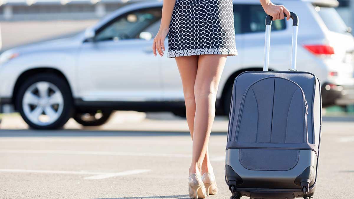 девушка чемодан автомобиль