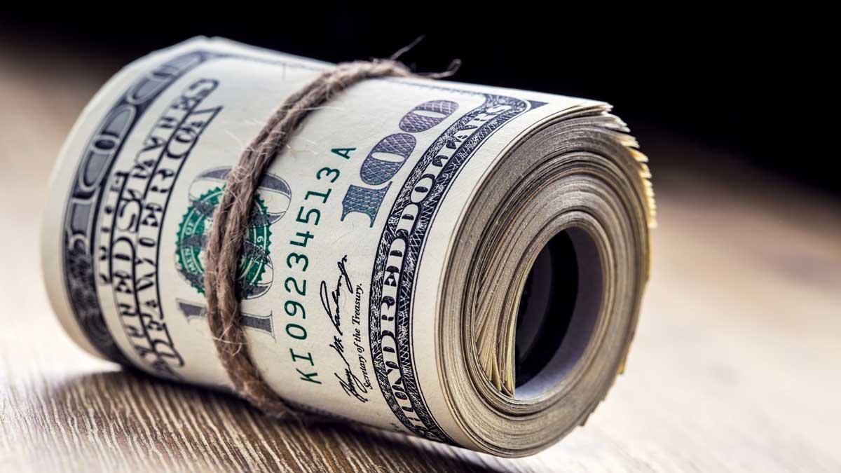доллары связаны веревкой купюры валюта
