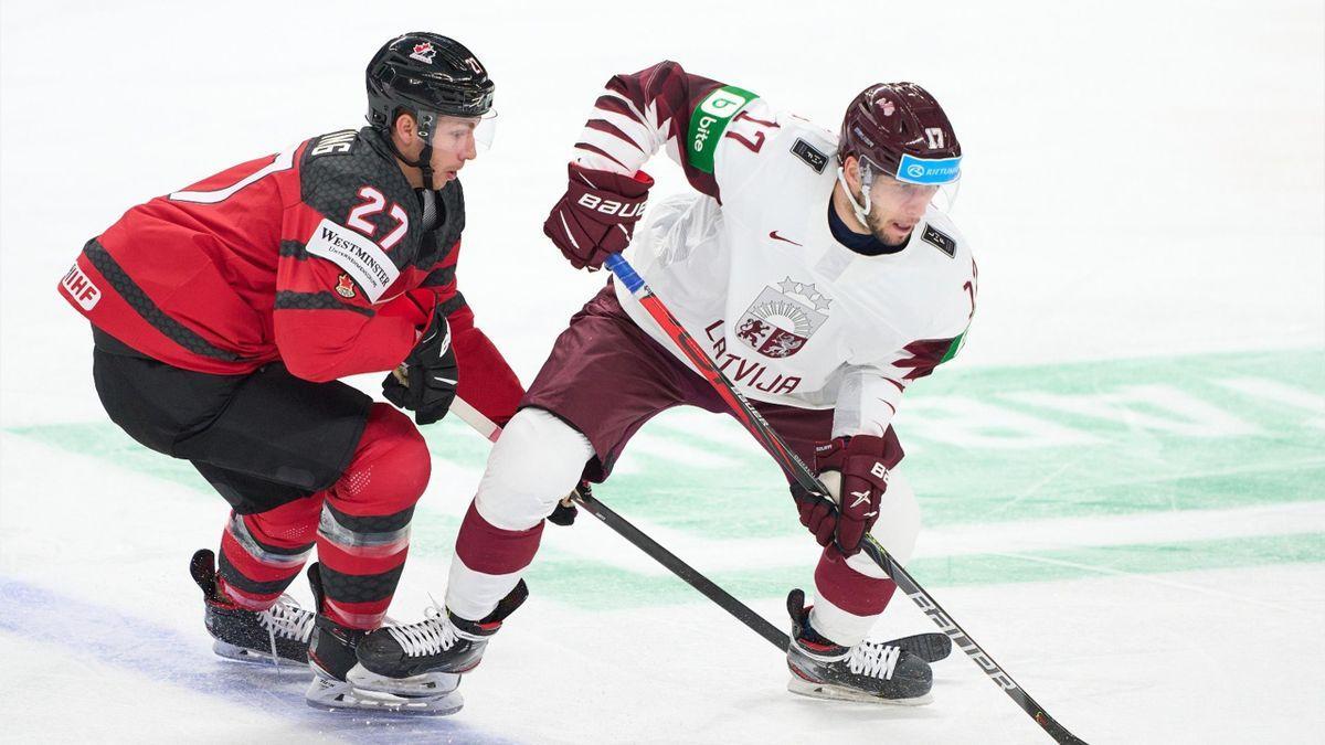 момент хоккейного матча сборных Латвии и Канады