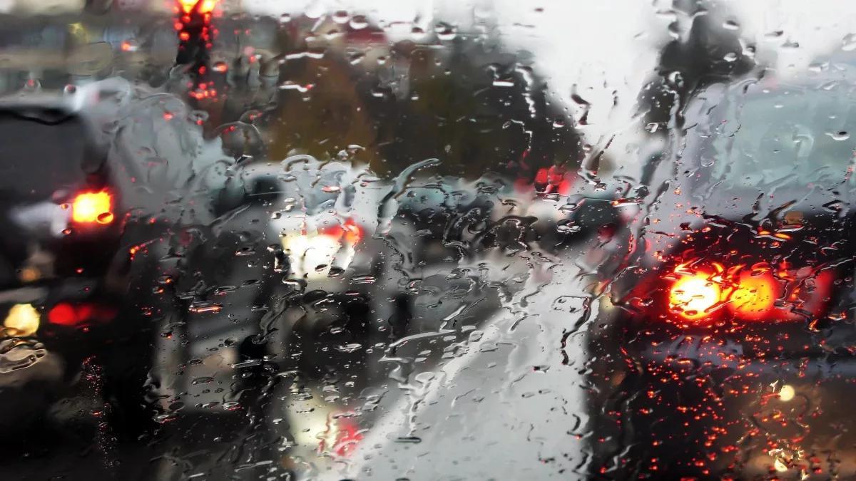 дождь автомобили дорога