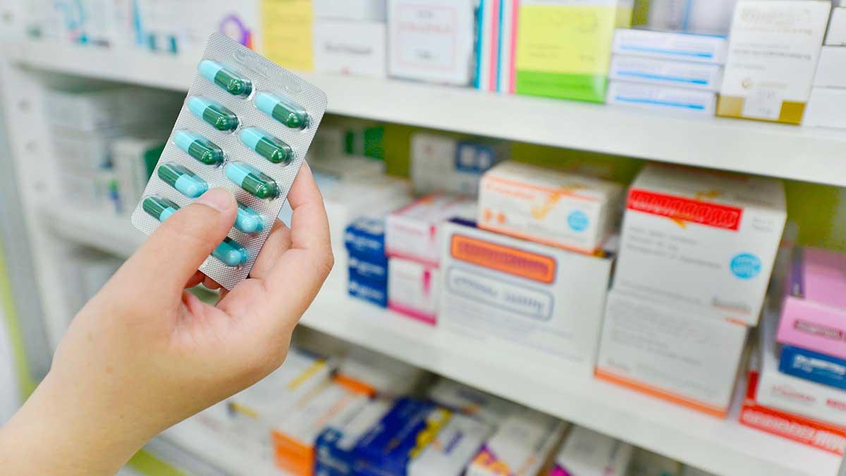 лекарства рука таблетки