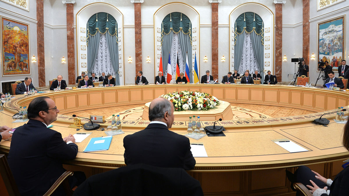 Главы государств за столом переговоров