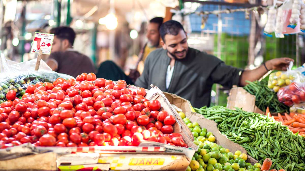 мужчина фрукты овощи рынок