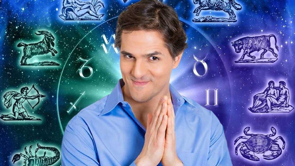 мужчина хитро улыбается злопамятный знаки зодиака гороскоп