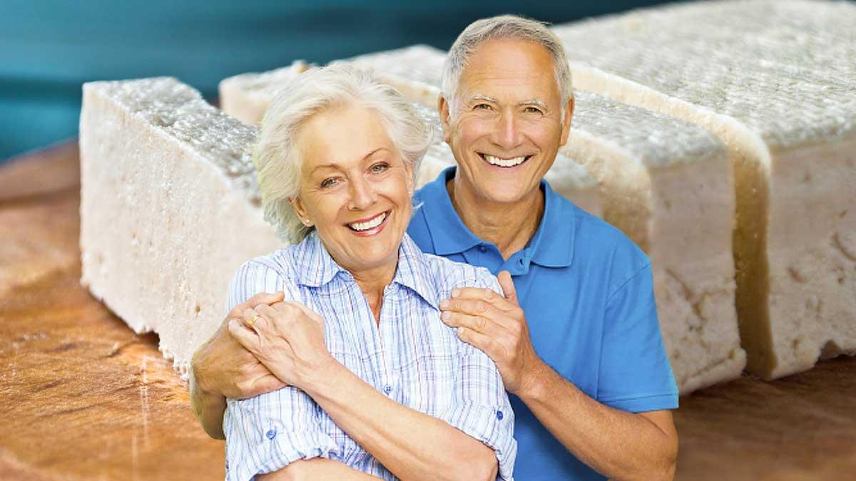 мужчина женщина улыбаются тофу