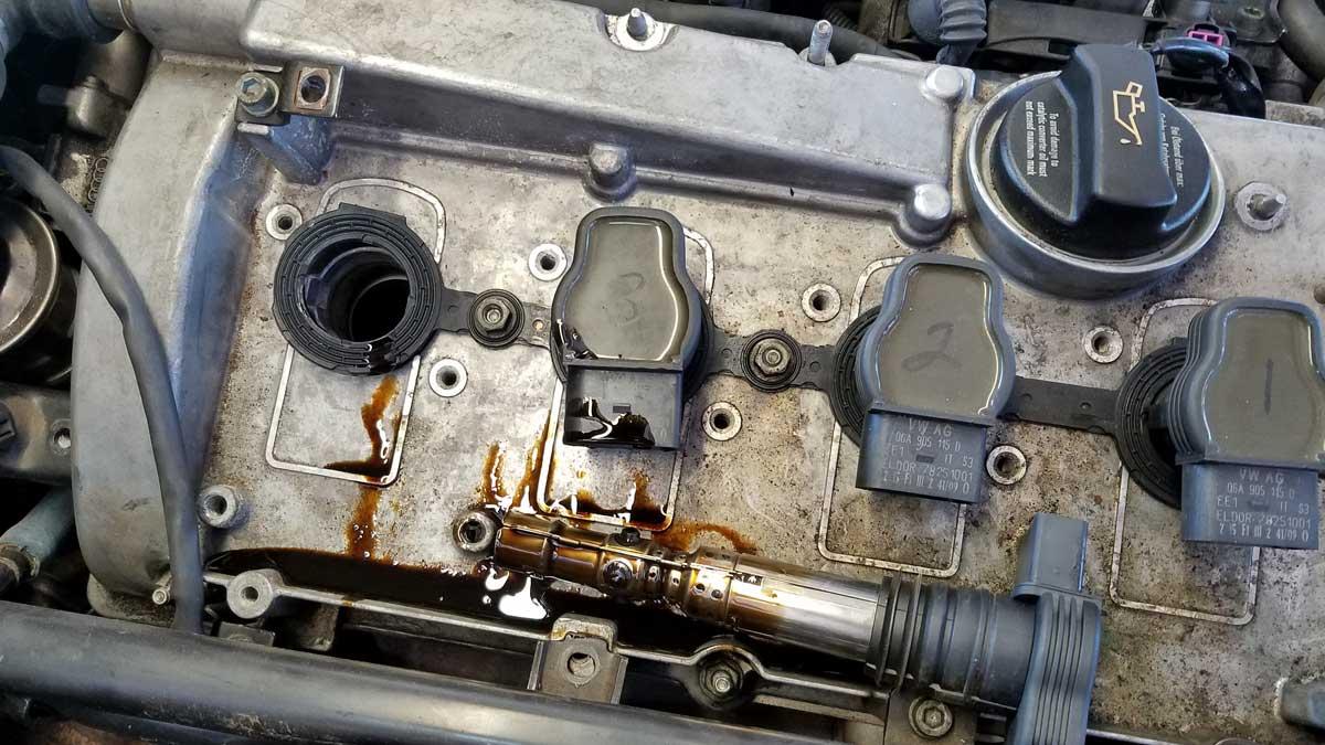 масло в свечных колодцах двигателя