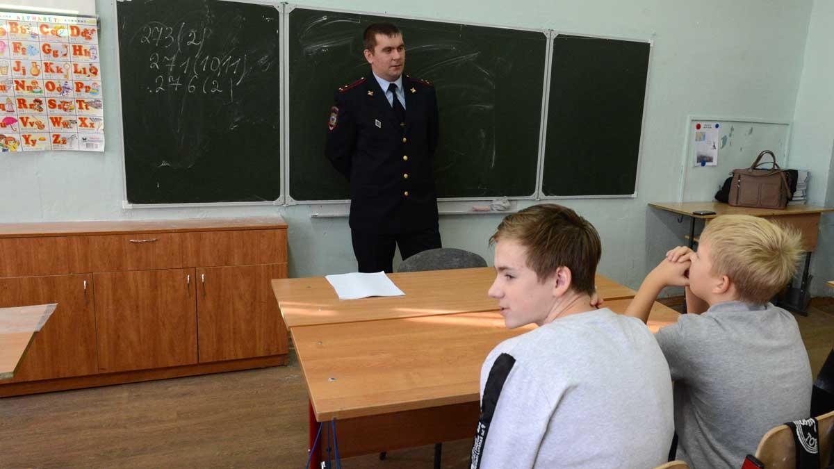полицейский школа парты