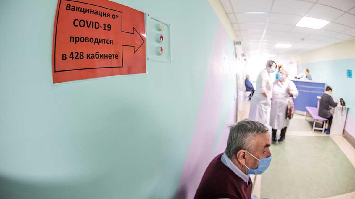 поликлиника мужчина вакцинация врачи
