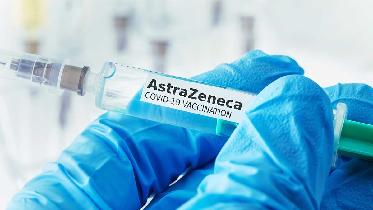 шприц вакцина AstraZeneca коронавирус