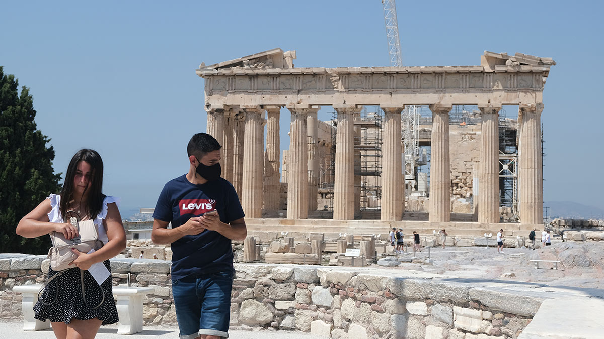 греция туристы в масках