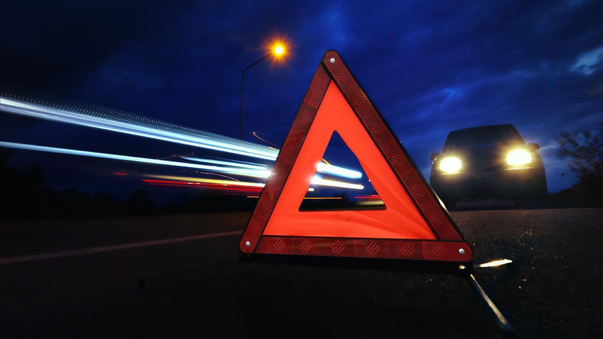 знак аварийной остановки ночь